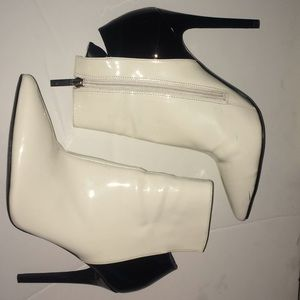 Kendall and Kylie hi heel pumps. White and black.